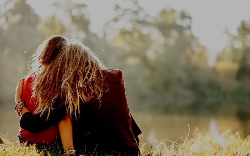 Abbracci come cura all'ansia e la depressione