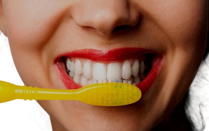 Bicarbonato per sbiancare i denti
