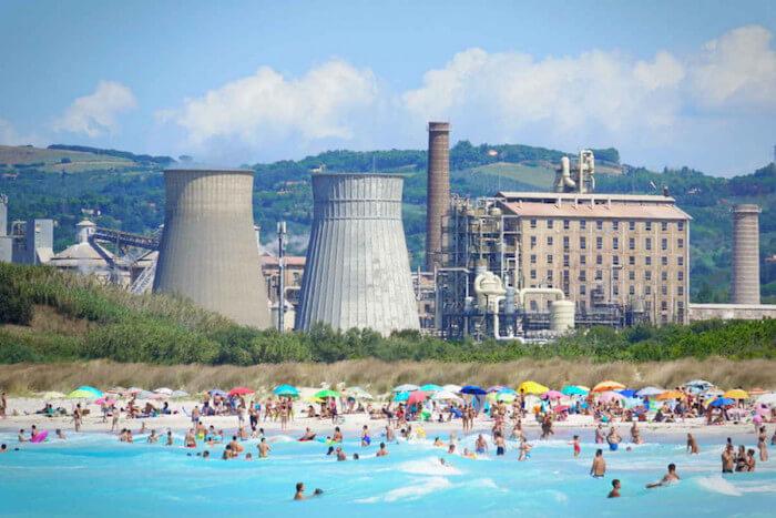 Le spiaggie bianche di Solvay a Rosignano