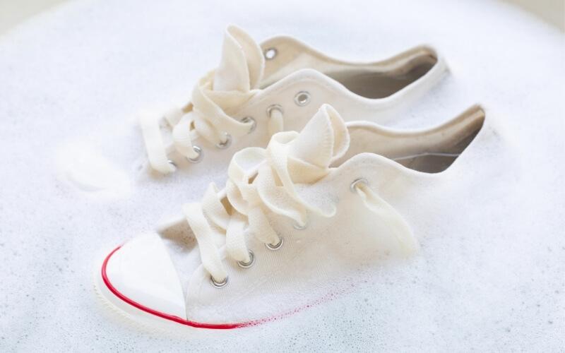 scarpe in ammollo