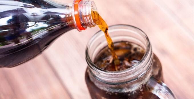 Coca-Cola: come utilizzarla in casa per pulire e smacchiare