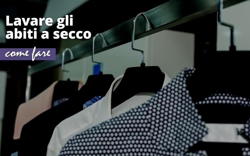 Lavare gli abiti a secco in casa: ecco come fare
