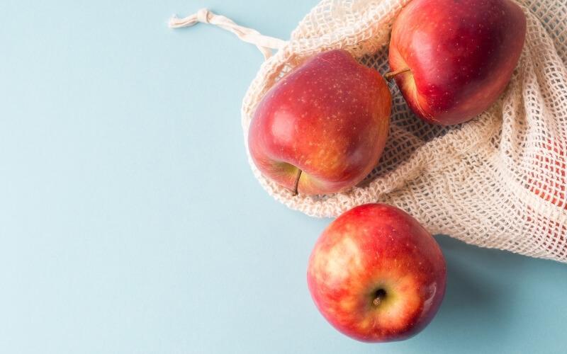 mela con buccia
