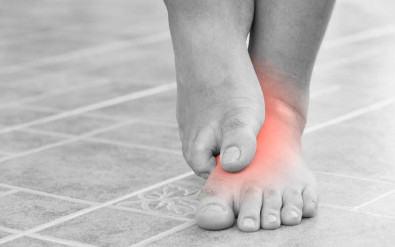 Quali sono le cause del formicolio ai piedi